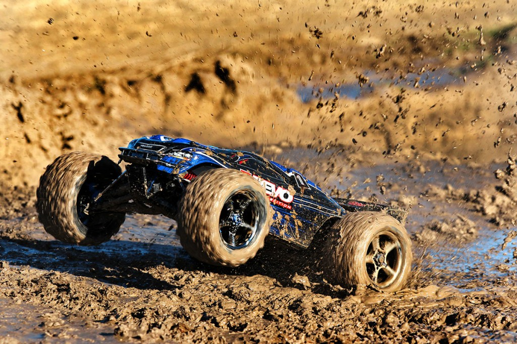 56085-E-Revo-Brushless-Action-Mud